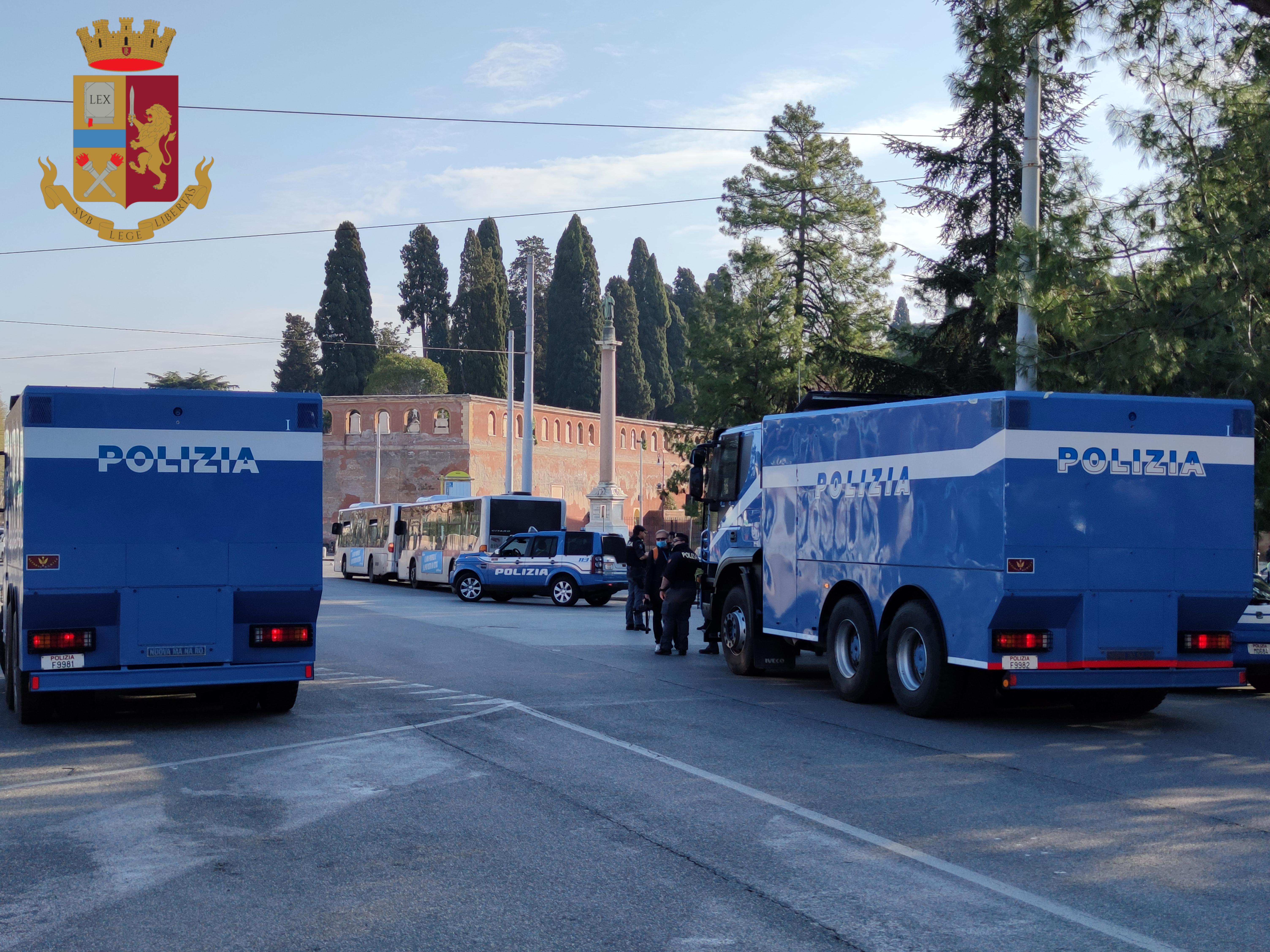 Sanificazione strade Reparto Mobile Polizia 2-2