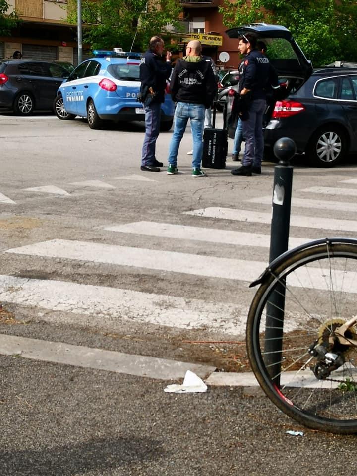 Sparatoria via Zenodossio (foto A.G.) 1-2