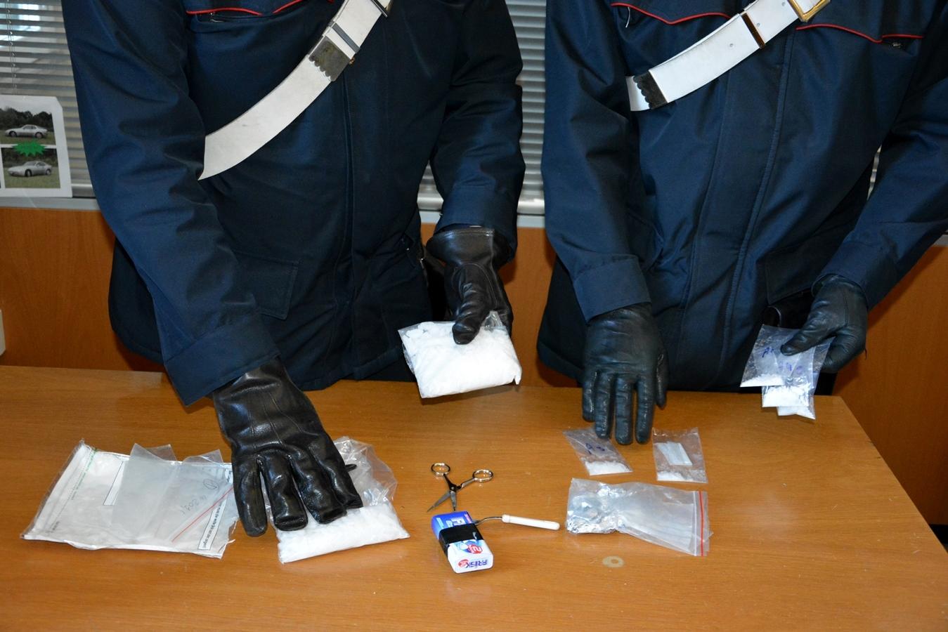 CENTRO  - Lo shaboo sequestrato dai Carabinieri (3)-2