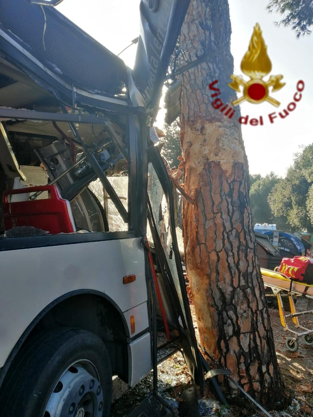 Incidente bus via Cassia 16.10.19 3-2