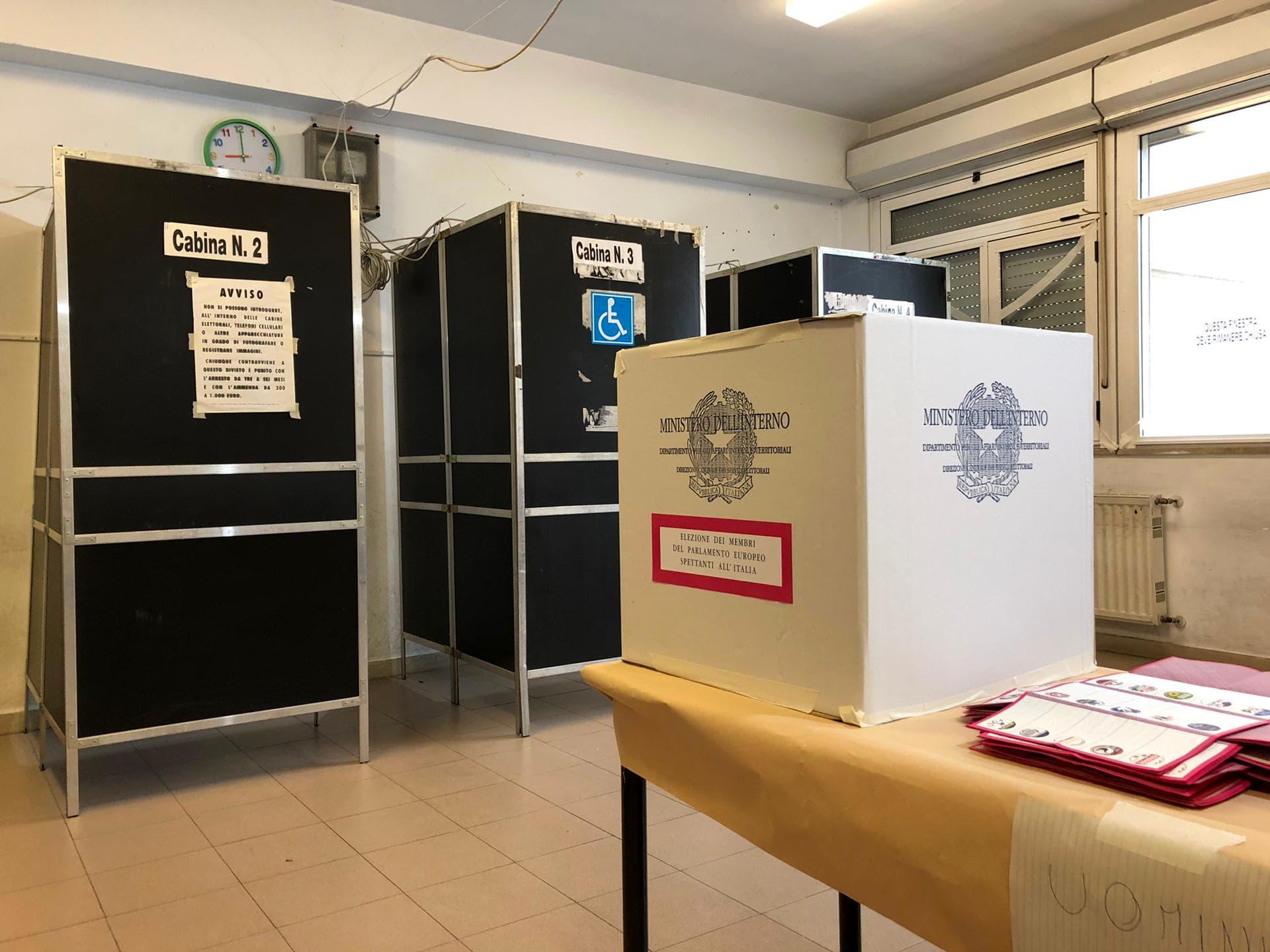 Elezioni voti urne4-2-2