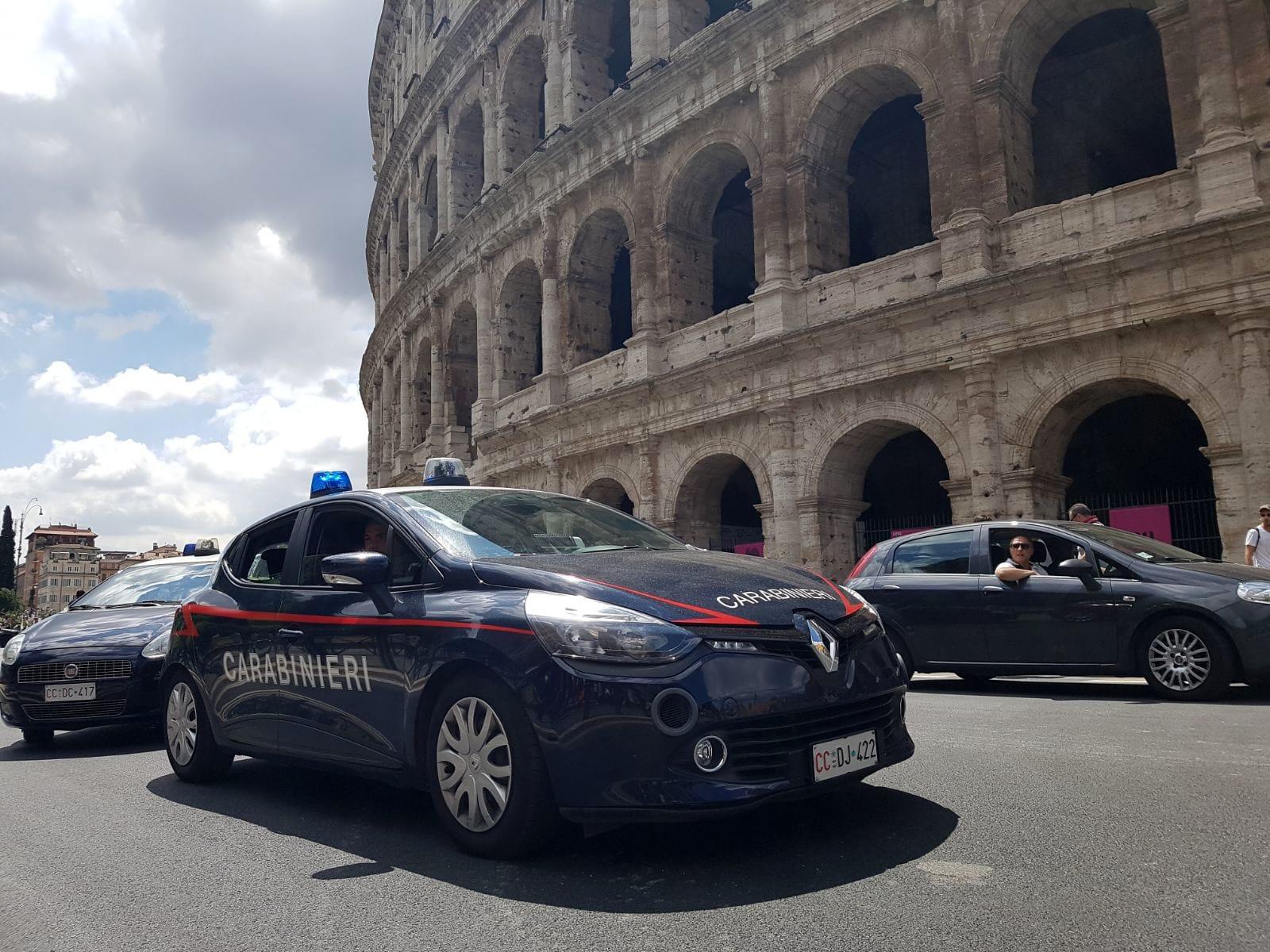 COLOSSEO - I controlli dei Carabinieri (2)-2