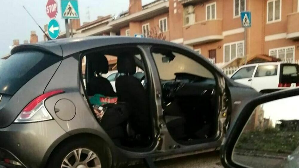 Furti alle auto: in periferia rubano anche gli sportelli delle vetture