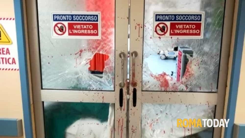 Paura al San Camillo, danneggia macchinari e Pronto Soccorso dell'ospedale: vigilante spara un colpo