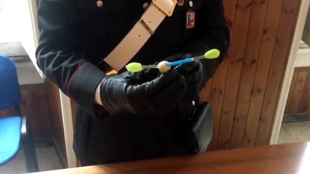 CENTRO - Pipette in vetro modificate per assumere lo shaboo sequestrate dai Carabiniere  (4)-2