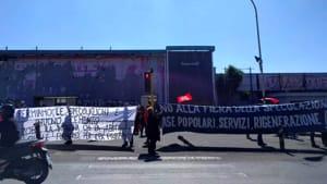 """Ex fiera di Roma, protesta di movimenti e sindacati: """"No alla speculazione, sì a case popolari e servizi"""""""