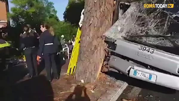VIDEO | Bus contro albero, le immagini del 301 dopo l'incidente sulla Cassia