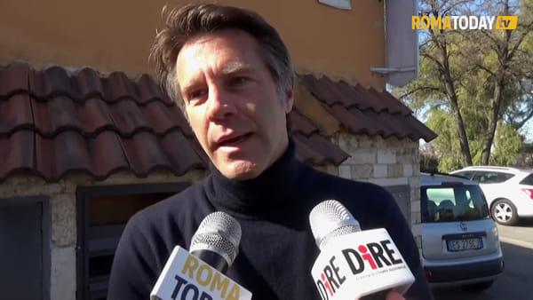 VIDEO | La monarchia si fa largo nella periferia di Roma, Emanuele Filiberto incontra i bimbi di San Basilio