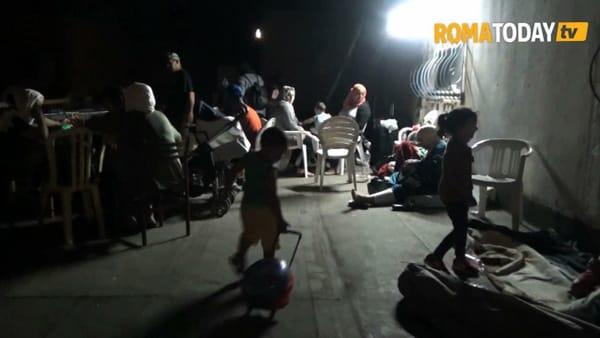 La resistenza degli occupanti dell'ex scuola Don Calabria: la notte sott'assedio di via Cardinal Capranica