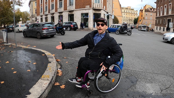 """Disabili pirata: """"Roma è la Capitale delle barriere architettoniche"""""""