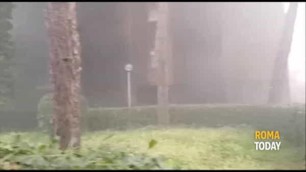 VIDEO | Paura a Casal de' Pazzi: fiamme e fumo dai box auto