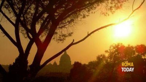 Il colle dell'Aventino al tramonto: fra storia, arte e natura