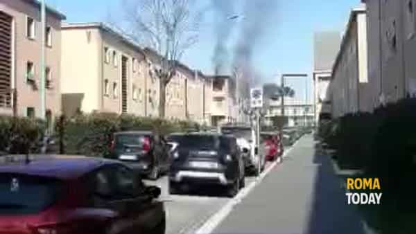 VIDEO | Paura a Guidonia, appartamento in fiamme vicino al Comune