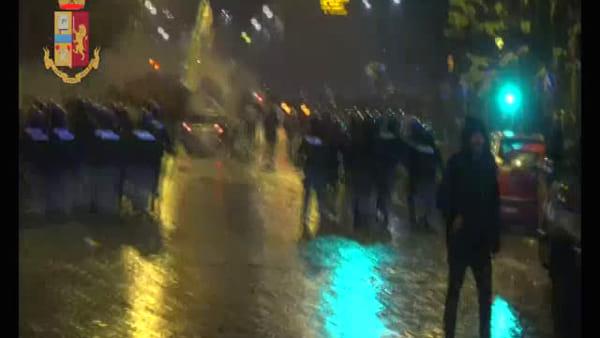 VIDEO | Teppisti rovinano la festa della Lazio, le immagini degli scontri