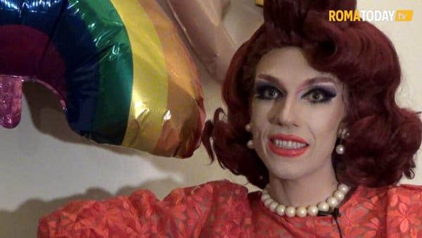"""La Drag Queen Cristina Prenestina: """"Ai bambini racconto fiabe. Giorgia Meloni promuove intolleranza"""""""