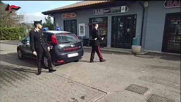 VIDEO | Rapinano distributore di benzina: le immagini delle telecamere di sorveglianza