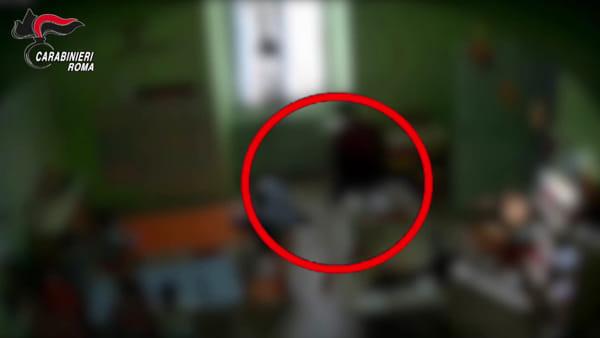VIDEO | Botte ed insulti ai bimbi dell'asilo, le immagini choc delle telecamere nascoste