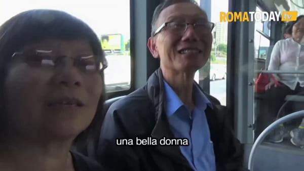 VIDEO | Corridoio mobilità, turisti di Toronto salgono sul filobus per la stampa e finiscono a Tor Pagnotta