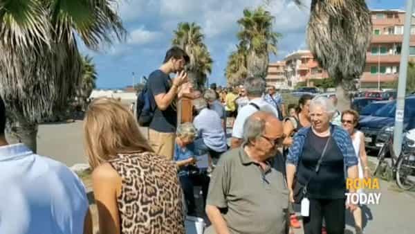 VIDEO | Ostia è Plastic free, la carica dei 5mila: lunga fila per le borracce riutilizzabili