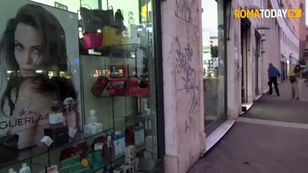 VIDEO | Insegne e vetrine spente, la protesta dei commercianti nel quartiere africano