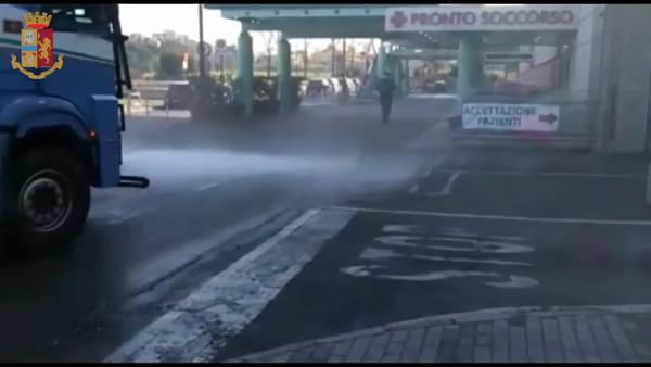 VIDEO | Coronavirus, sanificazione delle strade: idranti del Reparto Mobile a Roma est