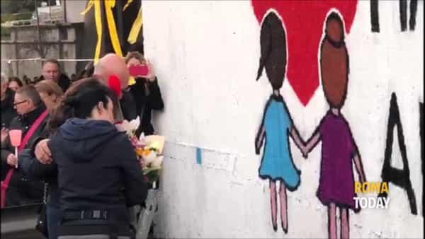 VIDEO | Incidente a Corso Francia, candele bianche e rosa: la fiaccolata per Gaia e Camilla