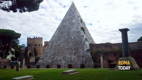 Apertura Straordinaria della Piramide Cestia visita guidata 29 marzo 2014
