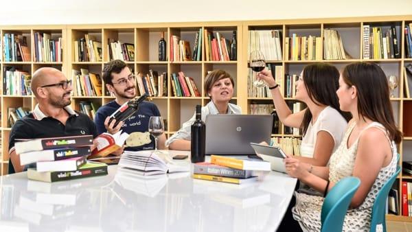 Master in Giornalismo e Comunicazione d'Impresa dell'Enogastronomia nell' Academy più famosa in Italia!