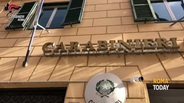 VIDEO | Eroina gialla venduta tra Aurelio e Boccea: 17 pusher in manette