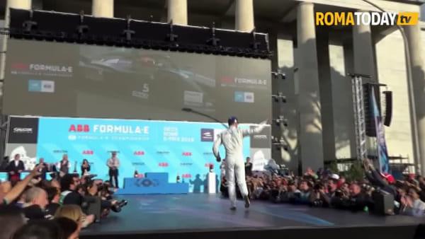 VIDEO | Formula E: Evans su Jaguar vince l'E-Prix di Roma, la festa sul palco dell'Eur