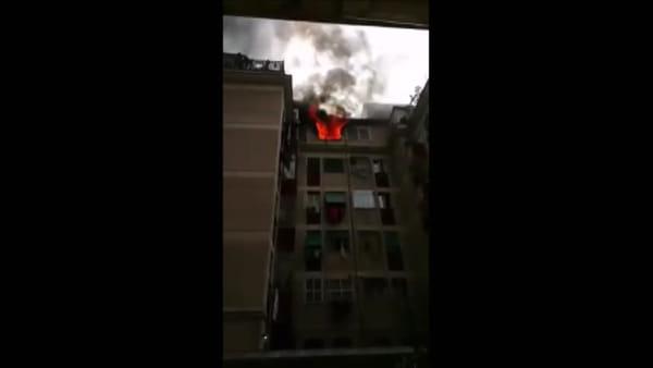 VIDEO | Incendio a Centocelle: le immagini dell'appartamento in fiamme