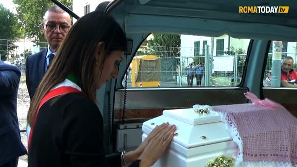 VIDEO | L'ultimo saluto a Francesca Romana, neonata trovata senza vita nel Tevere