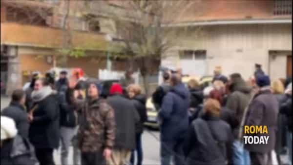 VIDEO | Termosifoni spenti: le immagini della protesta a Casal Bruciato