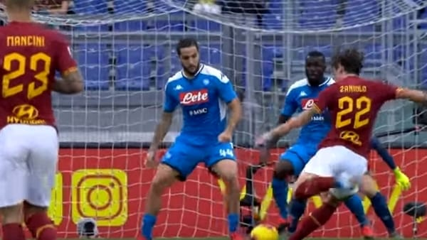 VIDEO | La Roma batte il Napoli 2 a 1 e vola: gli highlights