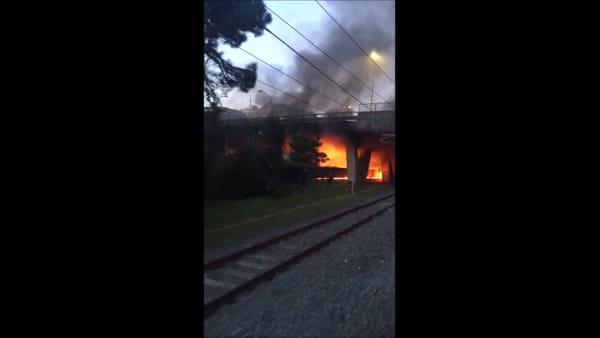 VIDEO | Incendio ad Ostia: le fiamme viste dalla Roma Lido