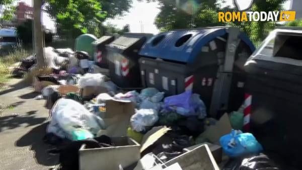 VIDEO | Asfalto nuovo che si sbriciola e rifiuti in strada da un mese, benvenuti a Tor Sapienza