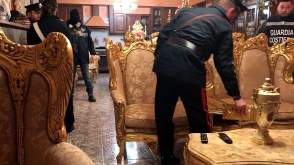 Le perquisizioni dei Carabinieri (1)-2