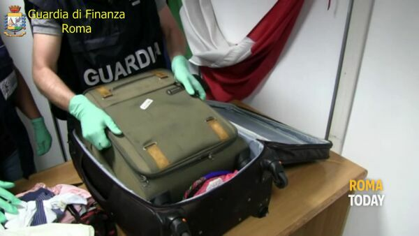 VIDEO | Narcos all'aeroporto, ecco come fanno entrare la droga a Roma. Sequestrati 52 chili
