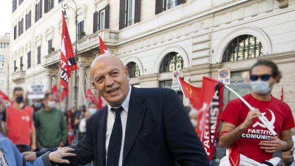 """INTERVISTA   Marco Rizzo: """"I comunisti a Roma ci sono, nel segno di  Petroselli. Gualtieri? Amico delle banche"""""""