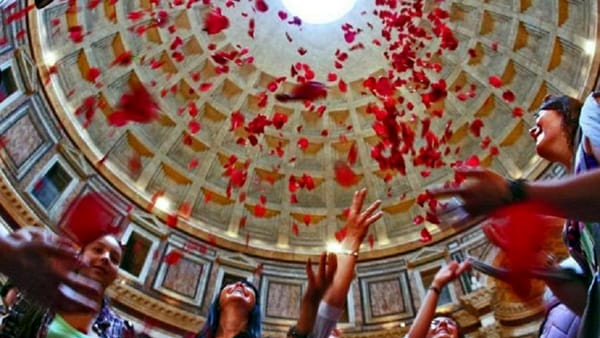 Torna la Pioggia di petali al Pantheon