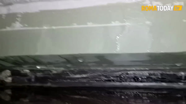 VIDEO | Tor Bella Monaca, Ater rimuove i pannelli pericolanti dalle torri ma ora entra l'acqua nelle case