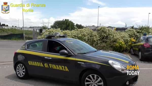 VIDEO | Batterie di auto usate, ferro e pneumatici: scoperta maxi discarica abusiva