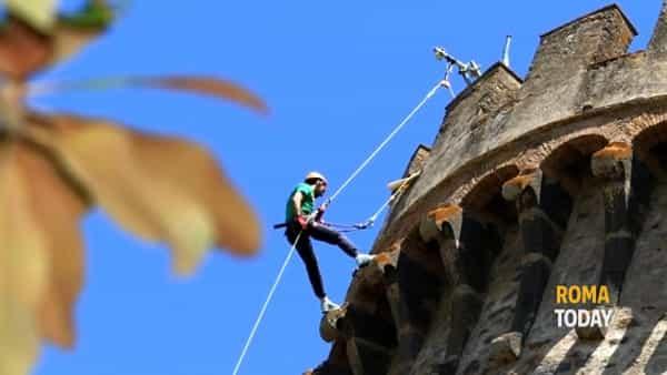 Scalare le mura di un vero castello: emozione verticale al Castello Odescalchi