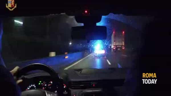 VIDEO | Riciclano auto rubate e le rivendono su internet, ecco l'officina della banda