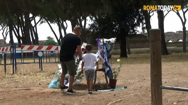 VIDEO | Omicidio Diabolik, il pellegrinaggio dei tifosi laziali sul luogo dell'agguato a Piscitelli