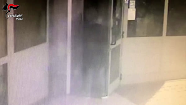 VIDEO | Anziani truffati al Quadraro: le telecamere riprendono l'impostore
