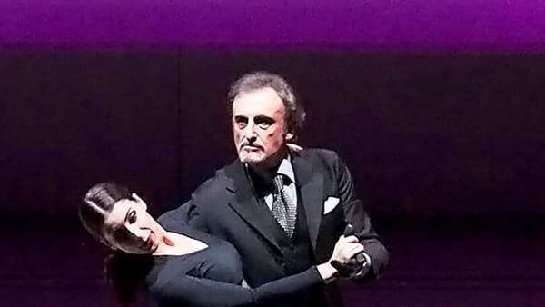 Profumo di donna al Teatro della Cometa