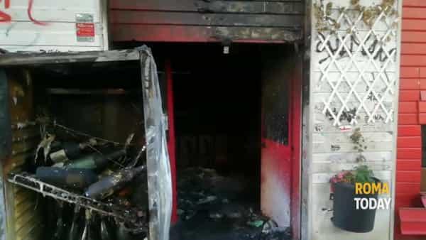 VIDEO | Incendio a Centocelle: il Baraka Bistrot distrutto dalle fiamme