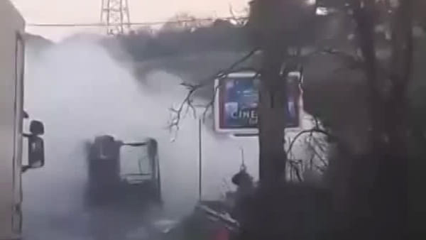 VIDEO | Incendio in via Ardeatina, bus distrutto dalle fiamme