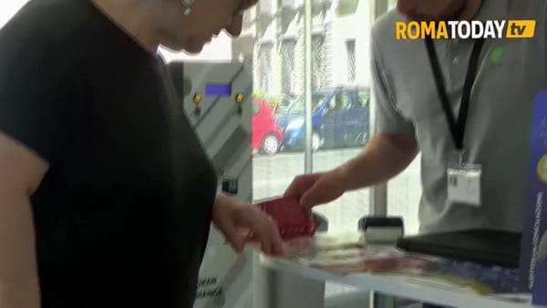 VIDEO | Il bagno pubblico diventa hi tech, ecco il Vespasiano 2.0: wifi gratuito e informazioni turistiche
